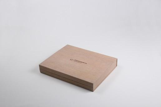 Коробка с откидной крышкой на магнитах, заказ Транснефть